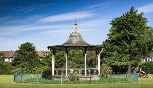Bowie bandstand in Croydon Rd Rex gets listed status